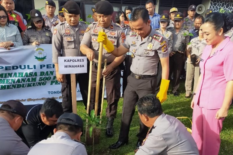 Polres Minahasa lakukan penanaman  500 pohon