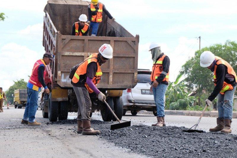 Perbaikan jalan perbatasan Sumatera Selatan-Jambi  segera dilakukan