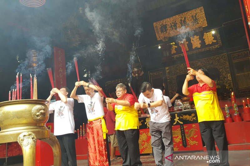 Pasar Imlek Semawis diawali doa di Kelenteng Tay Kak Sie
