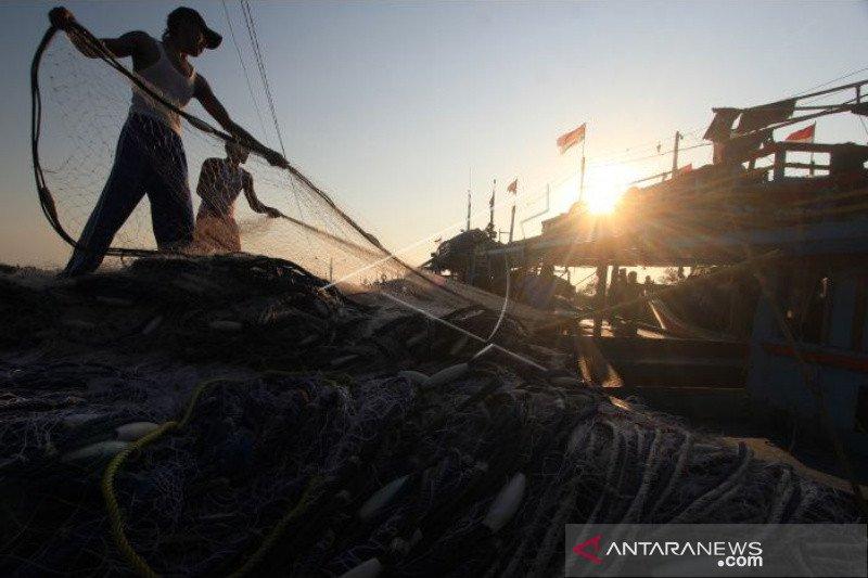Gelombang tinggi di laut Selatan, nelayan DIY libur melaut