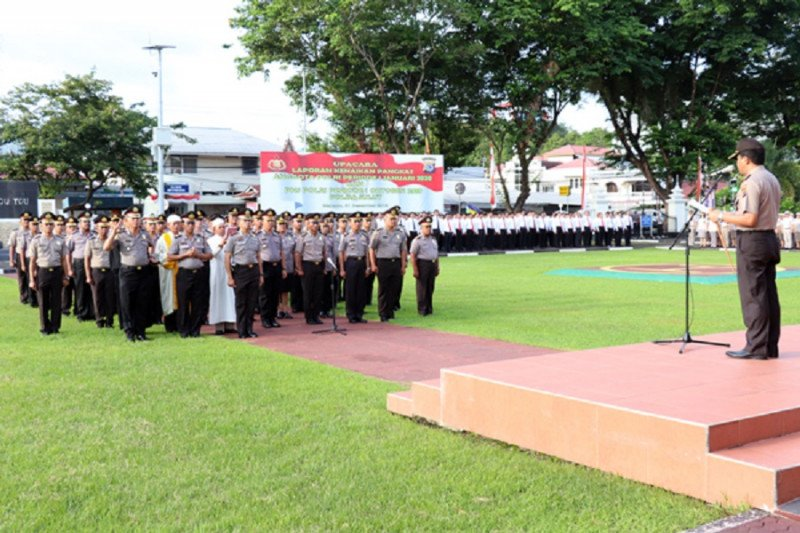 Kapolda Sulut ambil sumpah ratusan pejabat baru