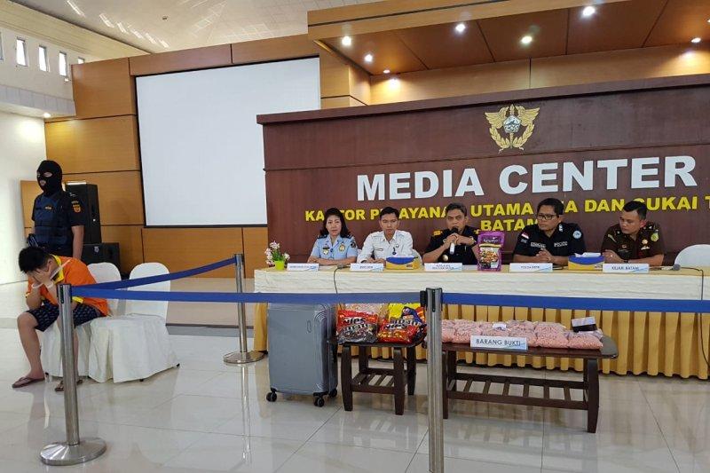 Penyelundupan 30.037 pil ekstasi dalam bungkus makanan dari Malaysia