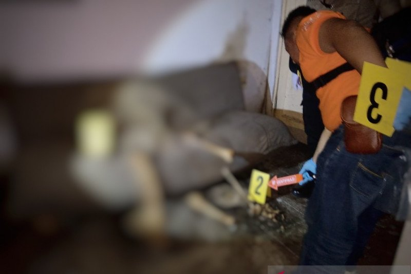 Kerangka yang didiuga tulang belulang manusia ditemukan di sebuah sofa