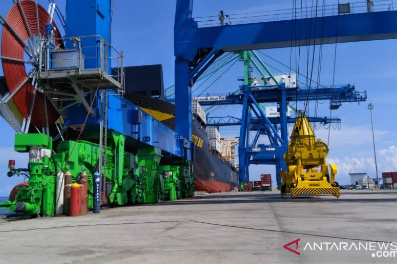 """Kendari New Port siap operasikan dua unit """"Container Crane"""""""