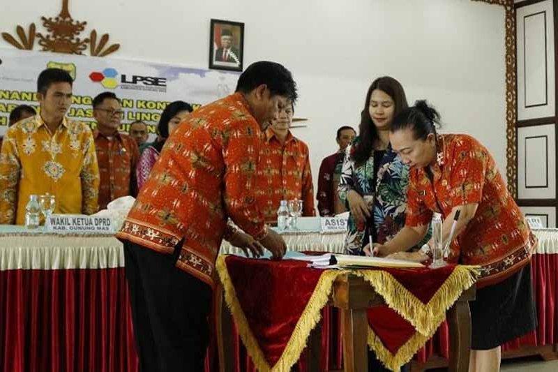 Sembilan paket pengadaan barang dan jasa di Gumas ditandatangani