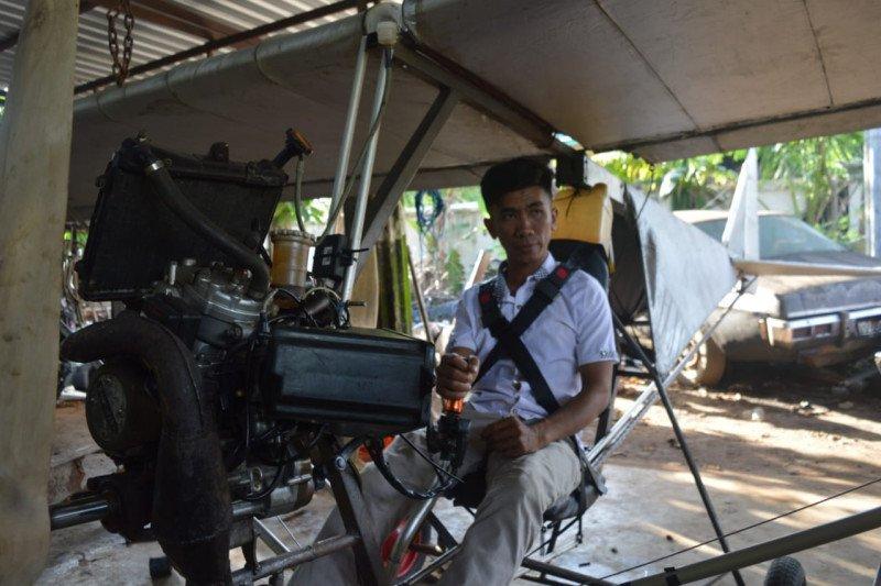 Montir asal Kabupaten Pinrang rakit pesawat dari mesin motor