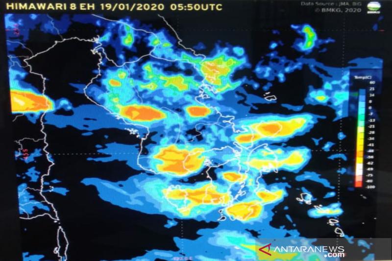 Sulawesi Tenggara berpotensi hujan lebat disertai petir hingga akhir Januari