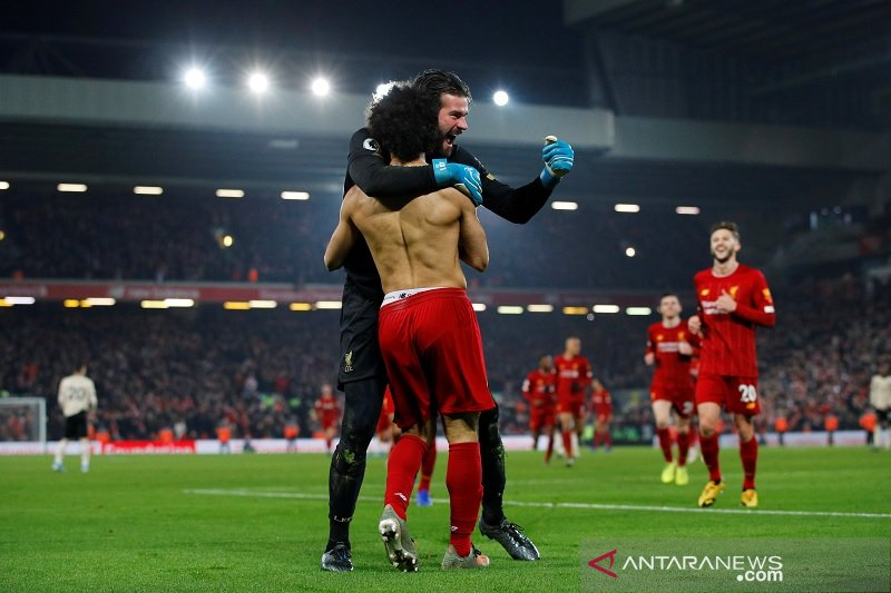 Liverpool tundukkan Manchester United 2-0