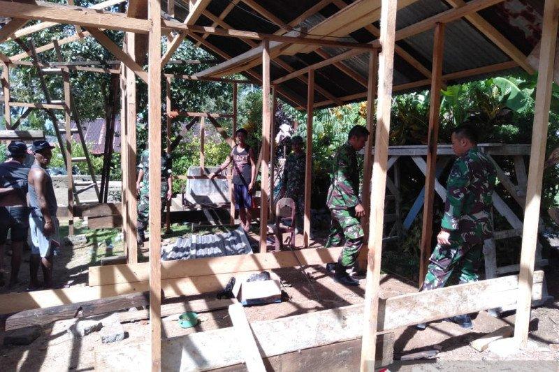 Koramil Manganitu bantu bangun rumah korban bencana di Lebo