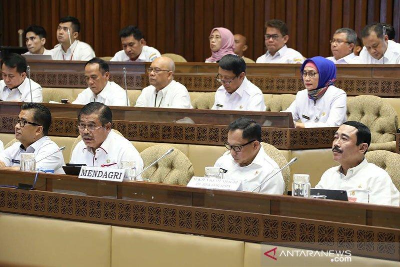 Komisi II DPR minta prioritaskan tenaga honorer lama jadi PNS