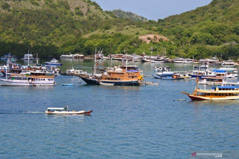 Sejumlah kapal wisata rusak dan tenggelam di Labuan Bajo karena tak terurus