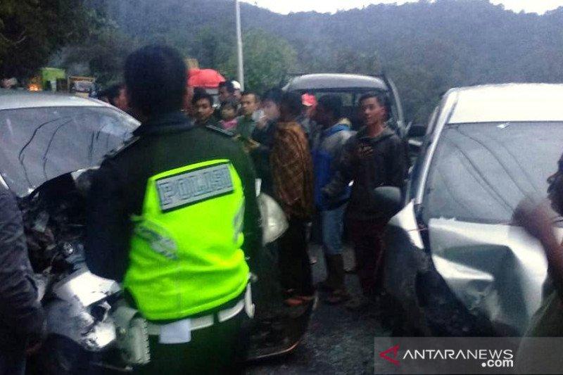 Tabrakan beruntun di Kayu Jao, sembilan orang terluka