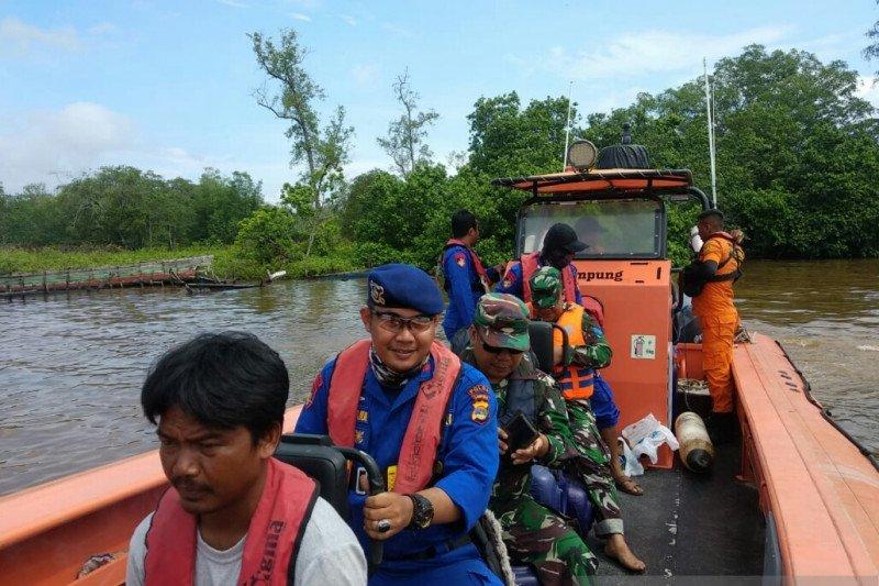 Kapal nelayan di Lampung Timur tenggelam dihantam ombak, dua selamat, tiga hilang