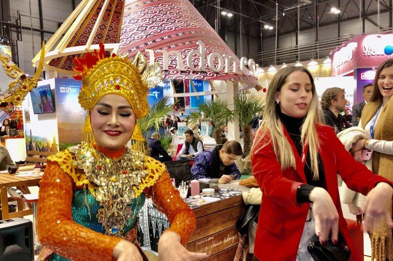 Tarian Indonesia jadi  daya tarik pengunjung Fitur Madrid