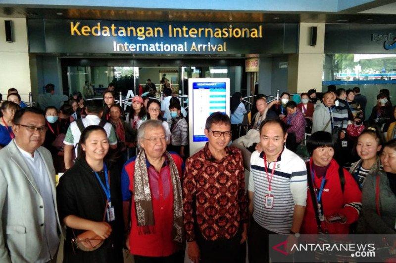 Berwisata selama lima hari, 150 turis asal Kunming Cina tiba di Bandara Minangkabau