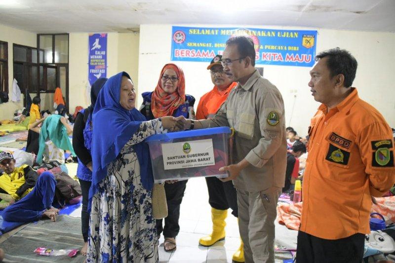 Sekda Jabar serahkan bantuan logistik untuk korban banjir di Baleendah