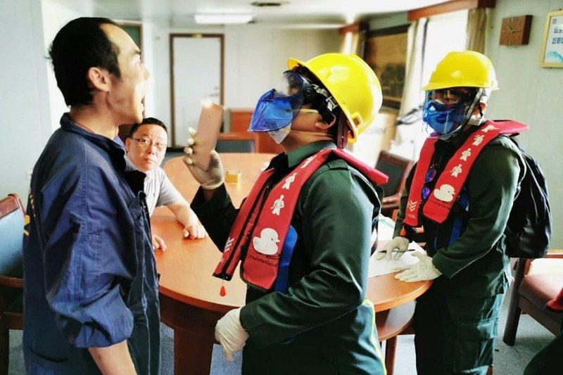 KKP Sampit periksa kesehatan ABK dua kapal asing