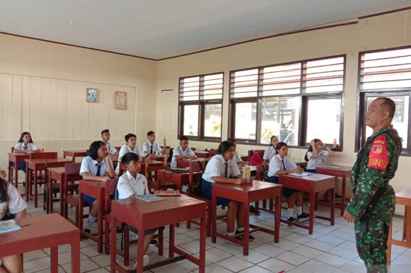 Babinsa Sangihe sosialisasi bahaya narkoba siswa SMP
