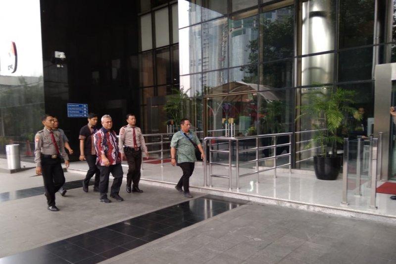 Ketua KPU Arief Budiman memenuhi panggilan KPK