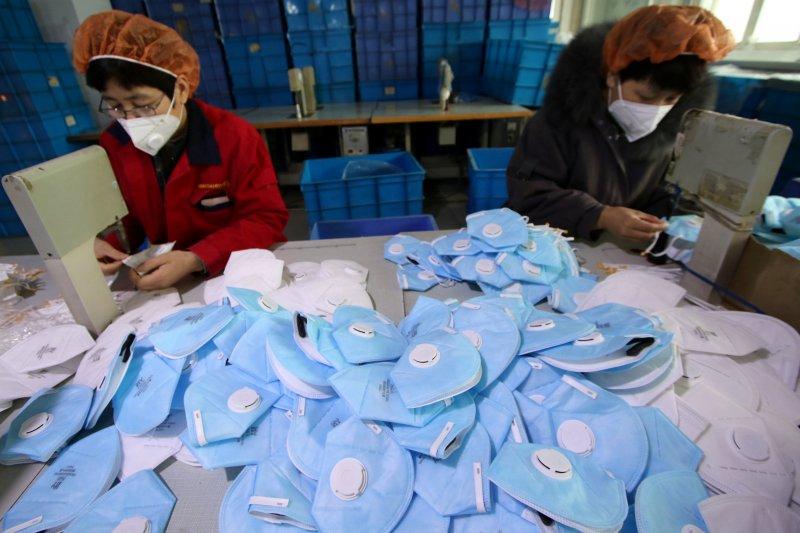 Apotek di China didenda karena naikkan harga masker saat wabah virus Corona