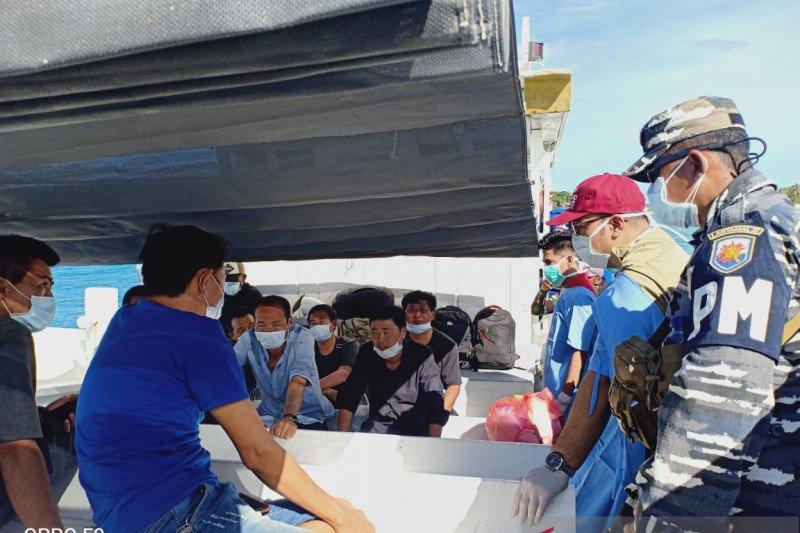 Imigrasi Kupang proses 6 WNA China terdampar di Rote Ndao
