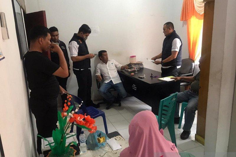 Diduga korupsi pengurusan IMB, polisi tahan camat dan sekcam