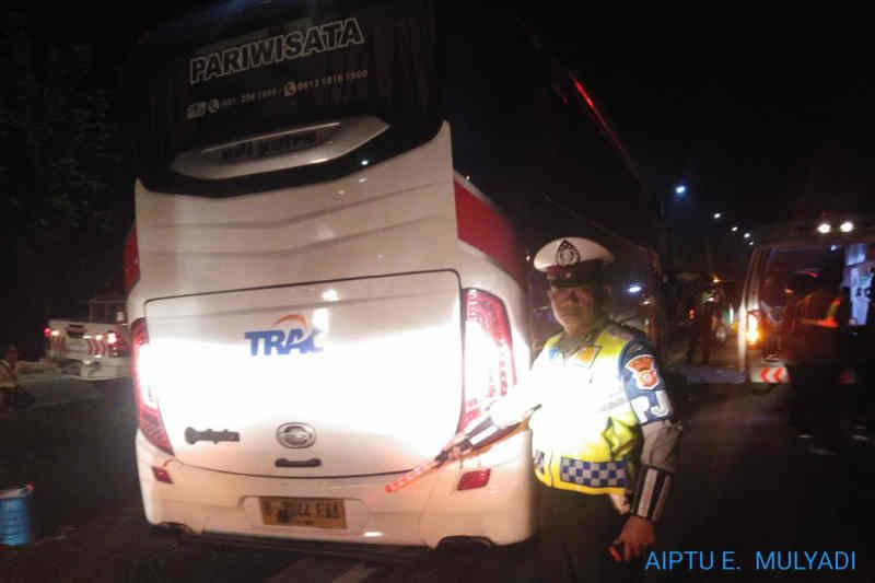Bus rombongan PWNU Jatim kecelakaan di Tol Cipali