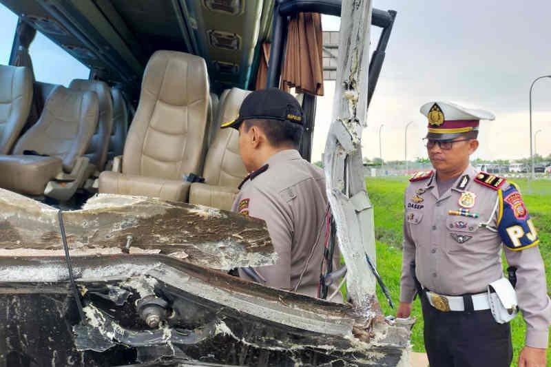 Kecelakaan bus rombongan Kiai NU Jatim akibatkan kernet bus meninggal dunia