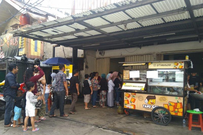 Berburu tahu kriuk dekat Stasiun MRT Haji Nawi