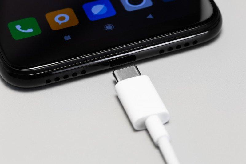 """Tak lama lagi, Anda tidak bisa pakai sembarang """"charger"""" di Eropa"""
