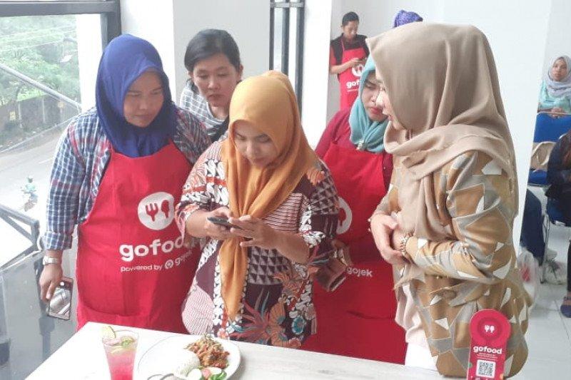 Gojek kembangkan program swadaya kepada  keluarga mitra
