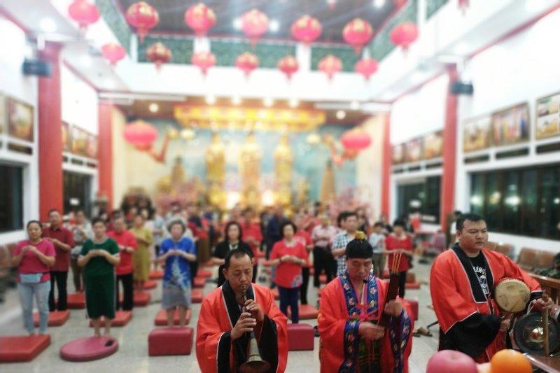 Klenteng Xian Ma di Makassar gelar ritual sembahyang  meja tinggi