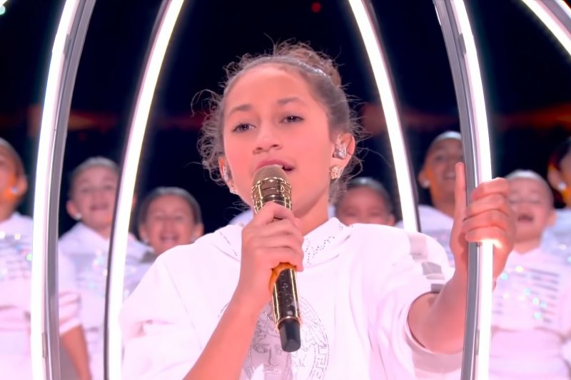 Emme, anak Jennifer Lopez menyanyi di Super Bowl