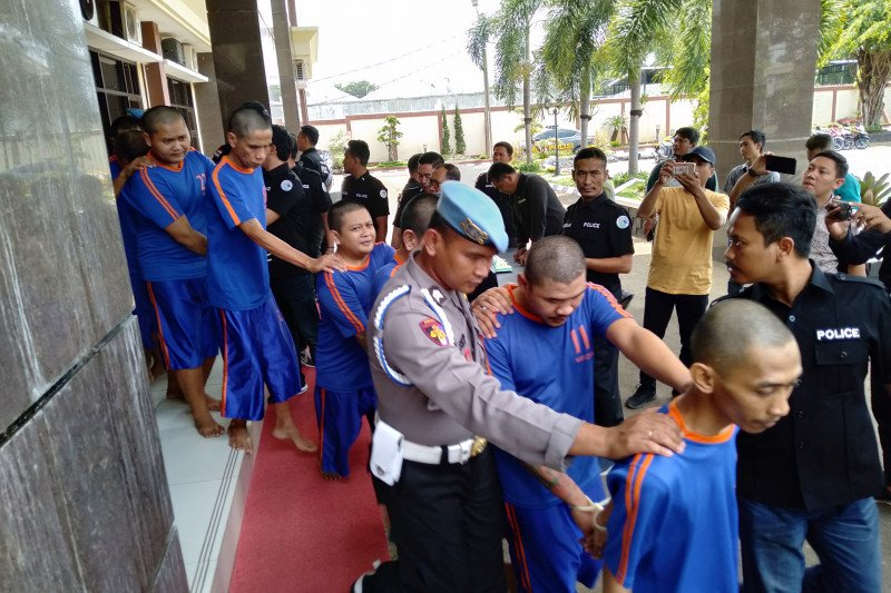 Polres Karawang tangkap 21 pengedar dan bandar narkoba