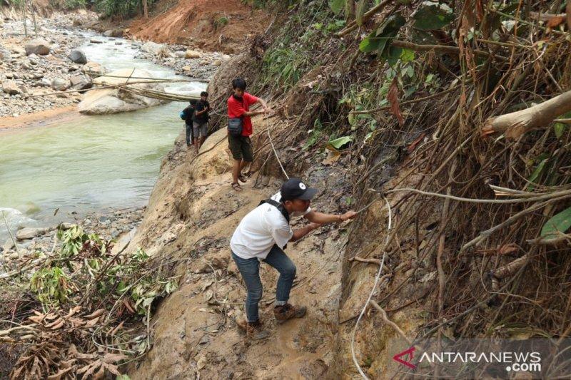 Tiga kampung di Cileuksa Bogor belum ada akses kendaraan