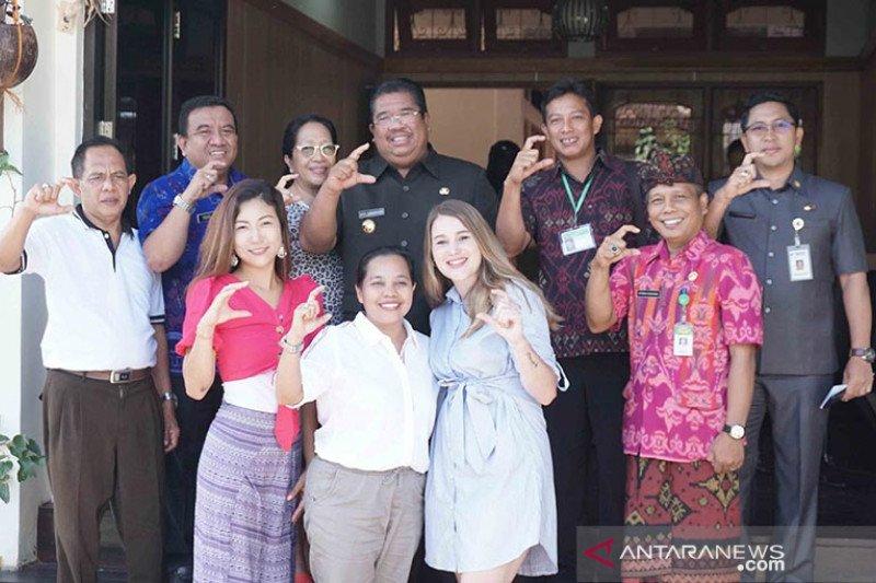 "Pemkab Buleleng majukan desa wisata melalui gerakan ""English Corner"""