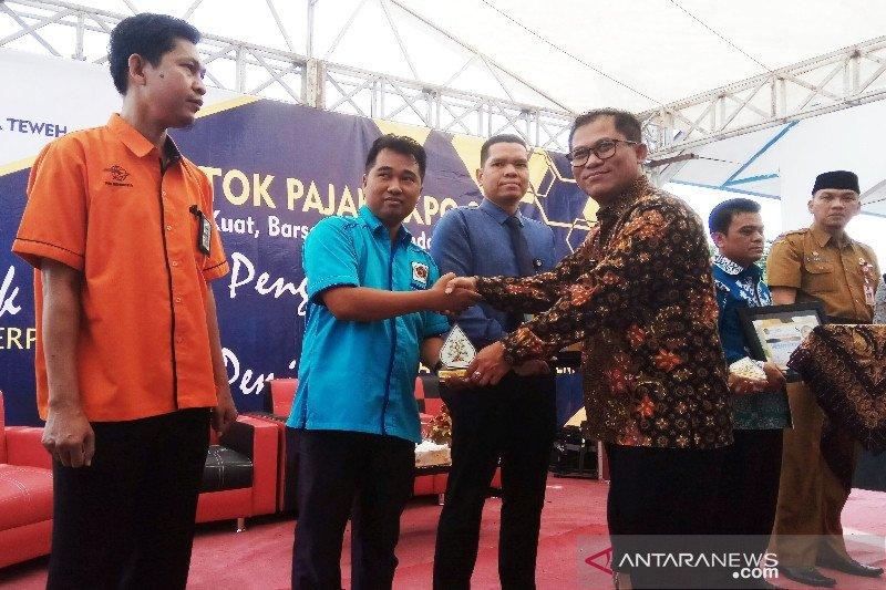 PWI Barito Selatan terima penghargaan dari KPP Pratama Muara Teweh