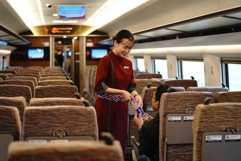 Kereta cepat Jakarta-Bandung siap operasional pada 2021