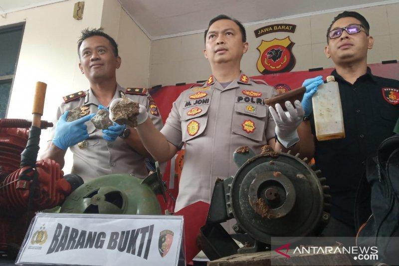 Petugas gabungan sita 130 karung batu berkadar emas  tambang ilegal di Bogor