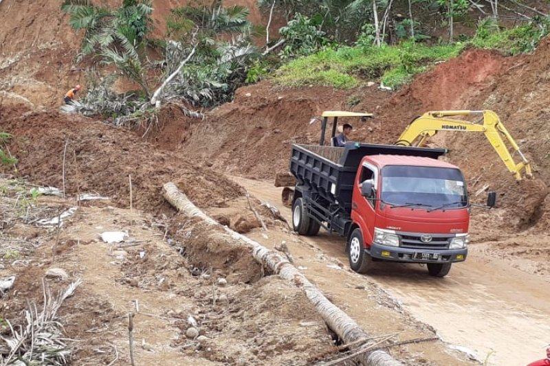 Jalur Mlaya-Pandanarum kembali normal pascalongsor