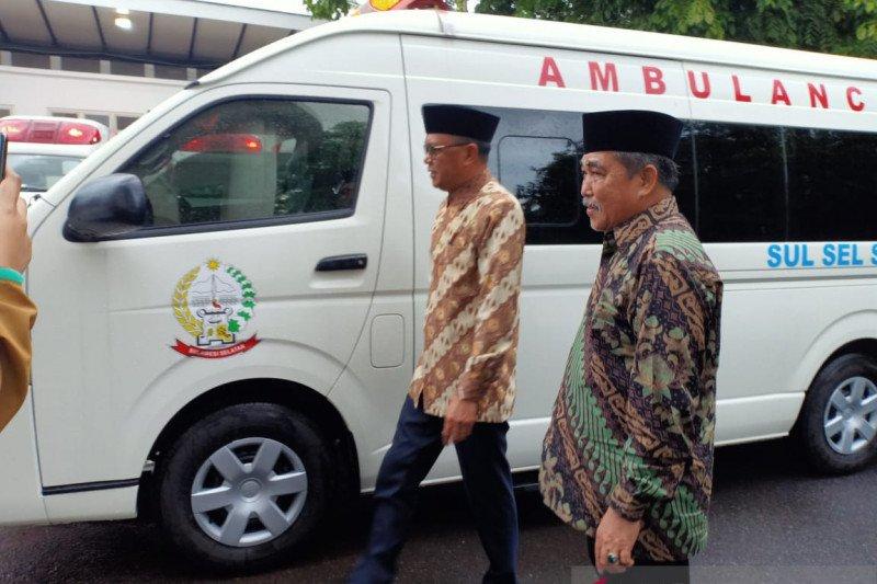 Gubernur Sulsel serahkan ambulans operasi untuk Pemkab Sidrap