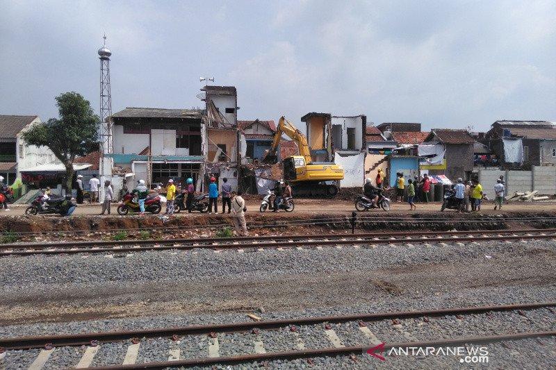 TNI amankan mortir di jalur reaktivasi kereta api di Garut