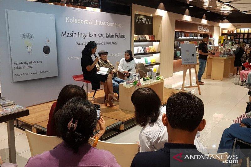 "Sapardi Djoko Damono-Rintik Sedu berkolaborasi dalam ""Masih Ingatkah Kau Jalan Pulang"""