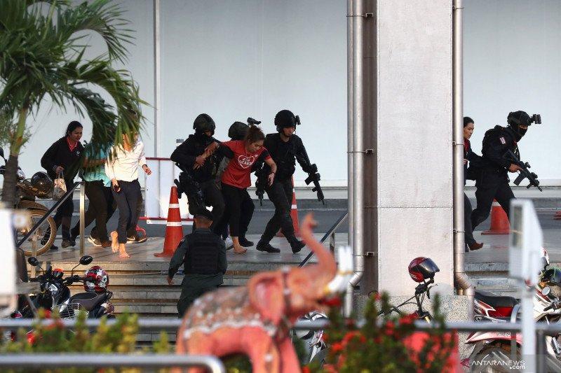 Polisi bunuh penembak massal di mal Thailand