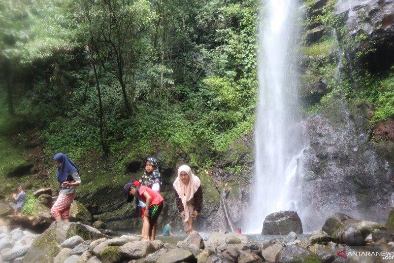 Tingkatkan ekonomi warga, Padang Pariaman kembangkan objek wisata air terjun Duo Bidadari