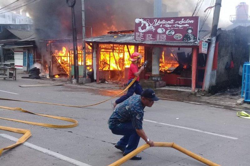 Akibat kebocoran selang gas, dapur rumah terbakar