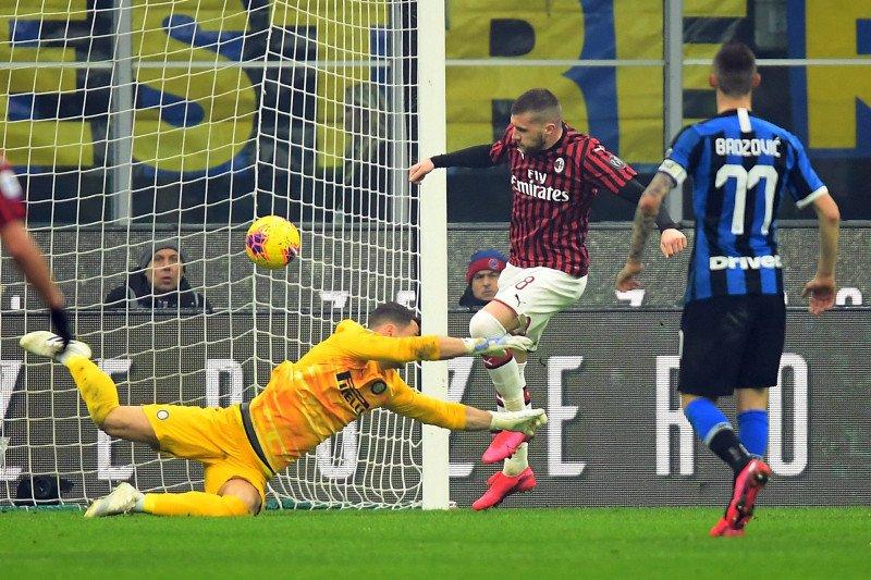 Inter Milan puncaki klasemen setelah balik menang 4-2 dalam derbi Milan