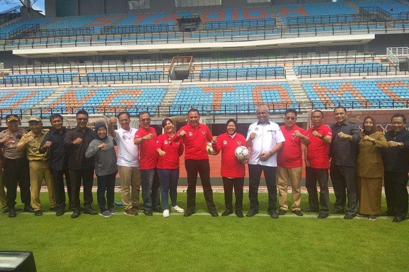 Ketua Umum PSSI meninjau Stadion GBT jelang Piala Dunia U-20
