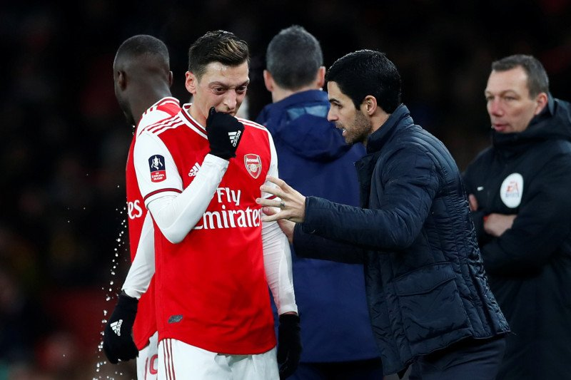 Ozil terkesan Arteta meski baru menang tiga kali
