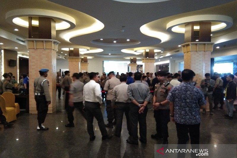 Pasca -ricuh, Polisi tingkatkan keamanan i depan ruang sidang Kongres PAN